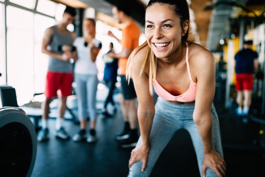 Frau beim Sport strahlendes Lächeln